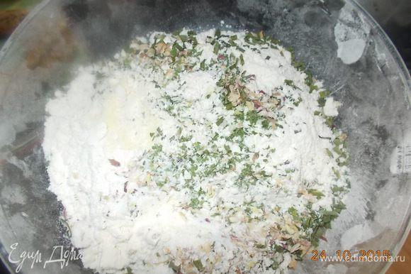 Развести дрожжи в тёплой воде,смешать все ингредиенты добавить дрожжи, замесить тесто.