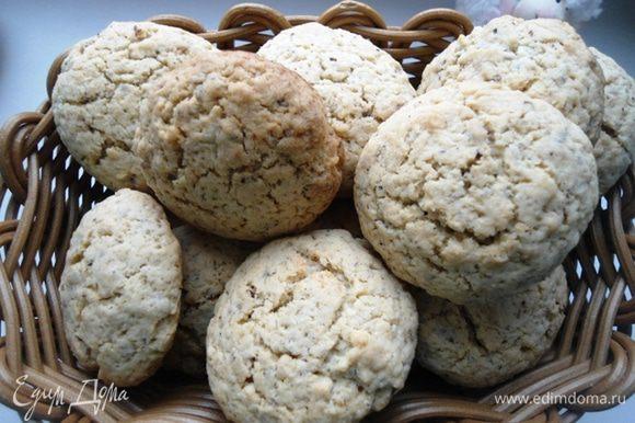 Если вы тоже любитель кукурузной муки, попробуйте вот это печенье от Танюши Снежинки: http://www.edimdoma.ru/retsepty/58426-kukuruznoe-pechenie-s-mindalem-fundukom-i-aromatom-vanili. Я от него в восторге!