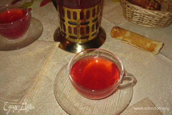 Подавать с домашними сладостями или медом. Приятных и теплых вечеров!