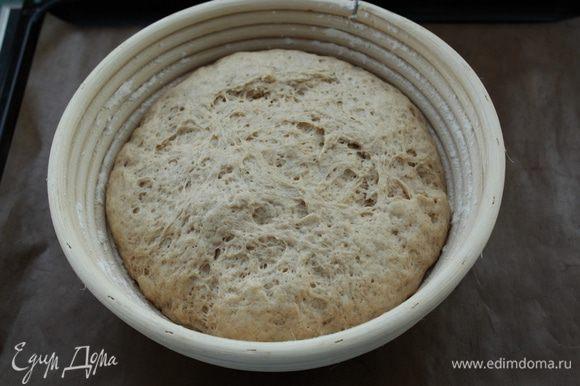 Отправьте миску с тестом на расстойку в теплое место, на 1 час. Оно должно увеличиться в 2-2,5 раза.