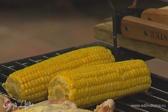 Кукурузу предварительно отварить до готовности без добавления соли.