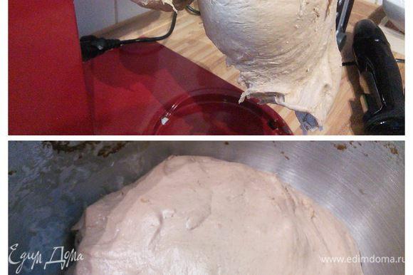Тесто до и после подхода. Довольно плотное матовое тесто после расстойки становится более эластичным и блестит.