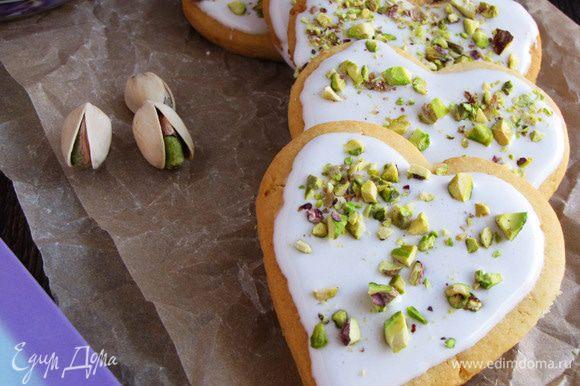 Наливайте чай, зовите всех к столу и угощайте вкусным лимонным печеньем!