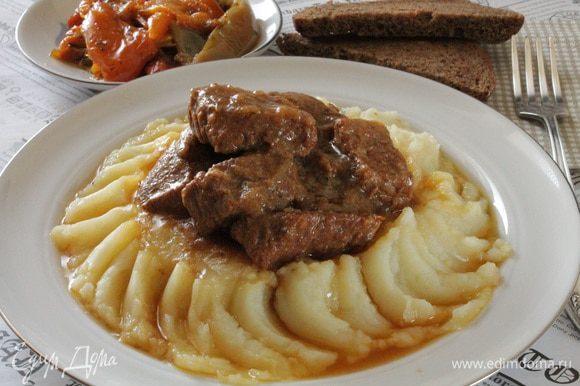 Подаем с любым гарниром, у нас сегодня было картофельное пюре и зимний салатик из болгарского перца. Приятного вам аппетита!