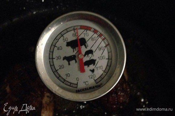 Жарила до полной прожарки. Температура внутри грудки будет 62°C. Если у вас нет специального термометра, то тогда жарим утку по 7 минут с каждой стороны и по 3 минуты по бокам. Но все зависит от размера утиной грудки.