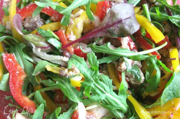 Вот такой яркий салатик получился.