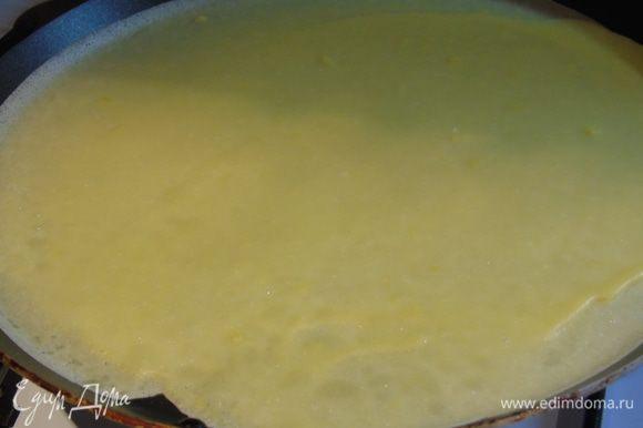 Как тесто отдохнет, жарим на хорошо разогретой сковороде.