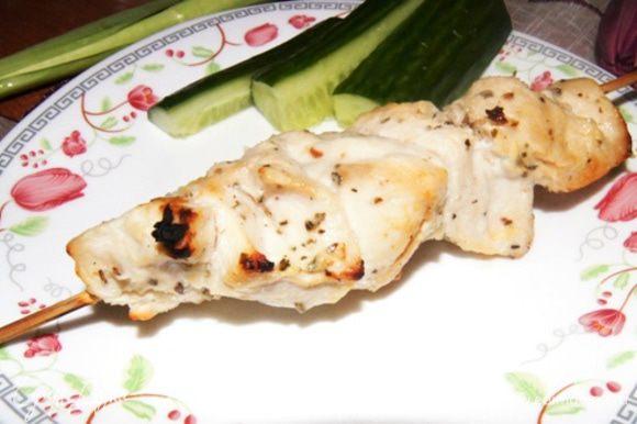 Готовые шашлычки получаются нежными, мягкими и вкусными! Приятного аппетита!