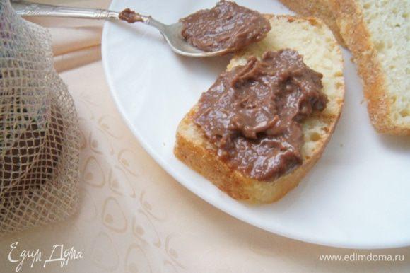 Намазываем пасту на хлеб или тосты и с удовольствием и чаем кушаем!