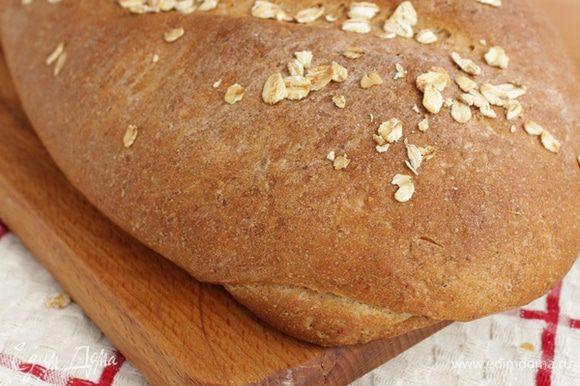 Заранее прогреть духовку на 240°С. Готовый хлеб остудить на решётке.