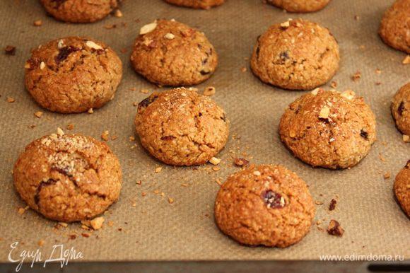 Печенье считается готовым, когда оно станет золотисто-коричневого цвета.