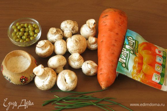 Грибы, морковь, специи, лук шнитт, агар-агар, горчица, растительное масло для смазывания форм.