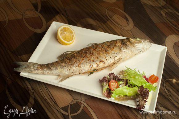 Выложить рыбу на гриль, смазав маслом. Жарить до готовности. Смешать все ингредиенты для соуса и подавать на стол! Приятного аппетита!