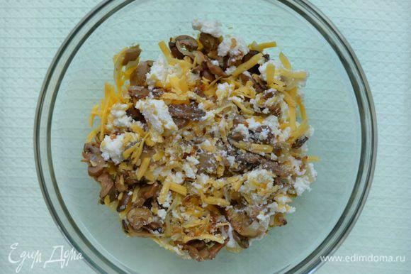 Остудить. Добавить твердый сыр, натертый на крупной терке и адыгейский, покрошенный руками. Адыгейский сыр можно заменить творогом.