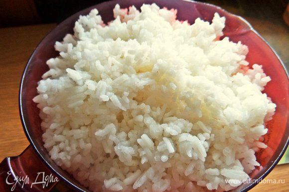 Рис отвариваем заранее, нужна только 1 порция риса. Рис я варила тоже в мультиварке.
