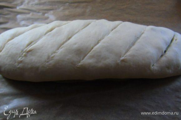Делаем сверху надрезы и отправляем в разогретую до 190°C духовку на 30-35 минут.