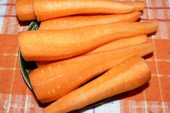 Морковь очистить, измельчить, немного обжарить со сливками на медленном огне под крышкой.