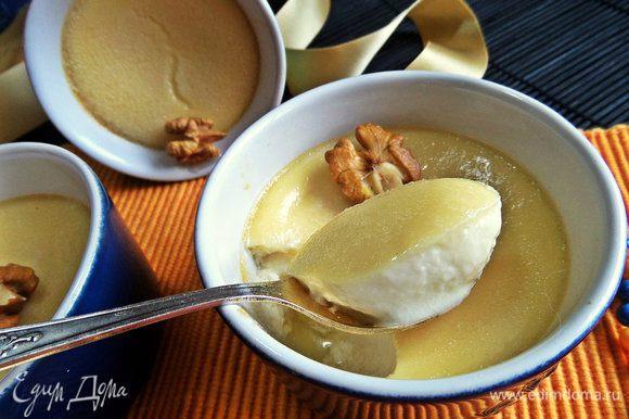 Из белков готовим нежнейшую панна котту по этому рецепту: http://www.edimdoma.ru/retsepty/81026-medovaya-panna-kotta