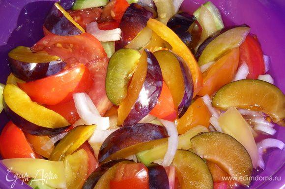 Заправить салат растительным маслом. Я бы рекомендовала льняное масло от Biolio.