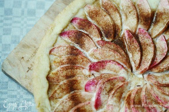 Выпекать торт первые 10 минут при температуре 200°С, а после — еще около 20 — 30 минут при температуре 180°С. Готовый торт оставить остывать в форме. Приятного аппетита!