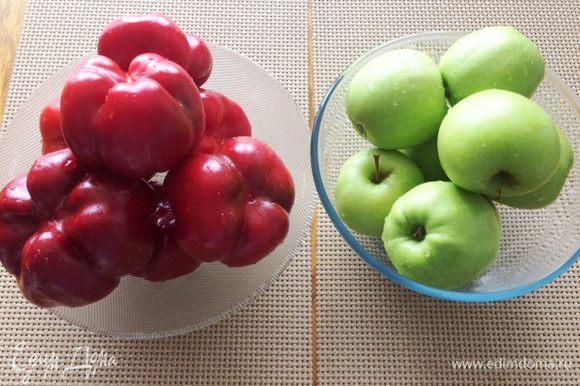 В оригинальном рецепте яблоки предполагались сорта Джонатан. Но я люблю очень яблоки Голден, особенно самые зеленые, вот их и использую при мариновании. Главное яблоки должны быть сочными и твердыми, чтобы не превратились при бланшировании в переваренный картофель.
