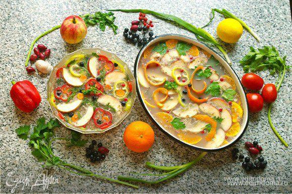 Утром вас будет ждать отличное праздничное угощение! Утиное заливное с брусникой подарит радостное настроение и порадует своим вкусом и цветом не только вас, но и ваших гостей!