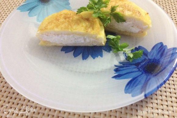 Сами равиоли очень вкусные. Похожи на гренки с начинкой внутри. На мой вкус, можно к завтраку и как самостоятельное блюдо подать (для любителей гренок).