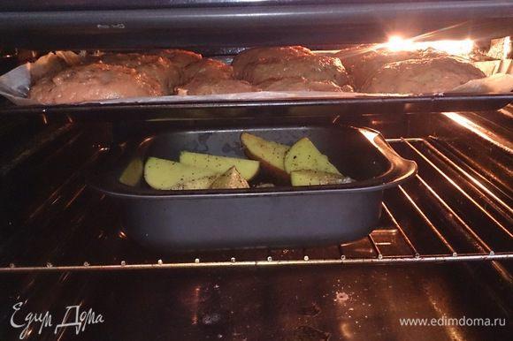 Ставим в разогретую духовку до 140°С на 20 — 30 минут.