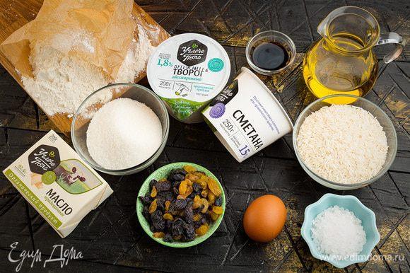 Для приготовления сырников нам понадобятся следующие ингредиенты.