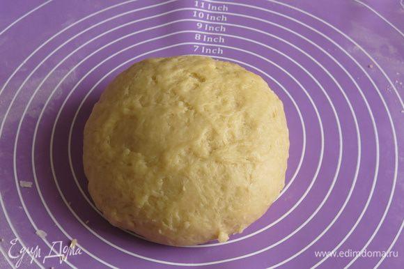 Замешиваем мягкое тесто.