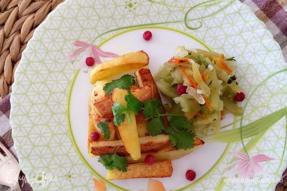 Перед подачей салат полить маслом и перемешать. Приятного аппетита!