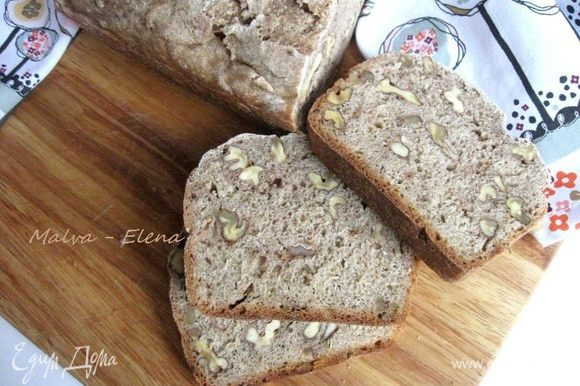 На следующий день хлеб выглядит так, как на этой фотографии. Могу сказать, что он полностью стабилизировался. Приятного аппетита!