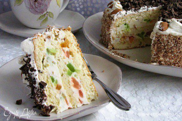 Если есть желание, дать тортику настояться в холодильнике пару часов. Или можно разрезать сразу. Наливать чай и звать всех к столу! Приятного чаепития!