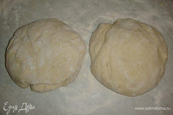 Разделить тесто на две части. Одну часть сделать немного больше другой.
