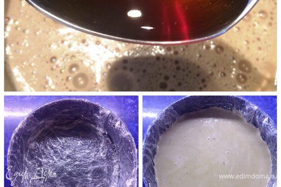 Также добавляем и кофейный ликер. Остужаем. Подготовим форму, если она не силиконовая, то обтягиваем пленкой. Залить панна котту и поставить форму в морозилку до полного застывания, примерно на 3 — 4 часа.