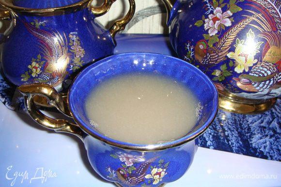 Разлить по кружкам и наслаждаться очень вкусным чайным напитком.