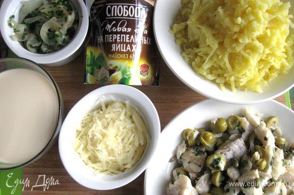 Дать остыть картофелю до теплого состояния, почистить, натереть на крупной терке.