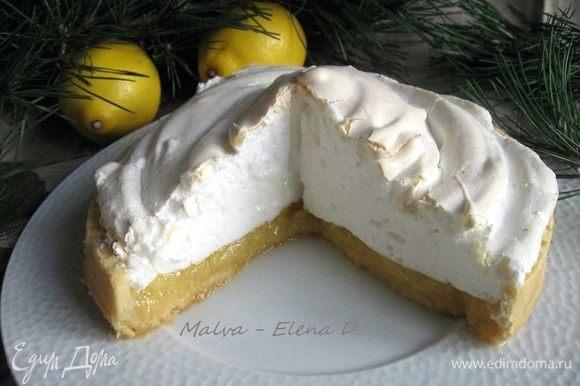 Вот такой получился лимонный пирог с меренгами по фильму. Меренга получилась очень нежная.
