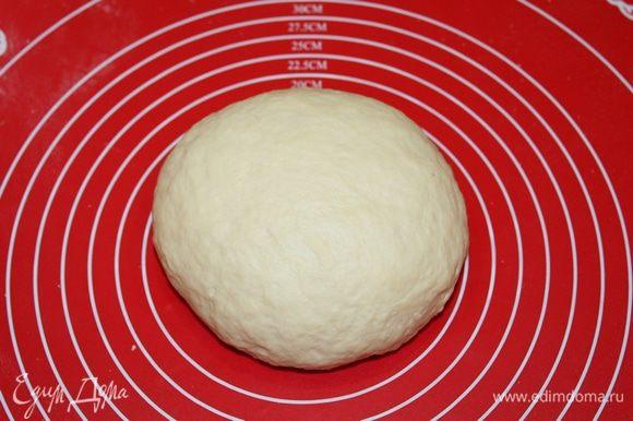 Замесить тесто, накрыть, поставить в теплое место на 1 час.