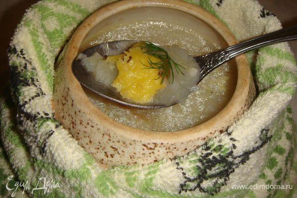 Достать горшочки с супом из духовки и сразу подавать. Приятного аппетита !