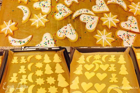 Перелить айсинг в кондитерский мешок и украсить им печенье.