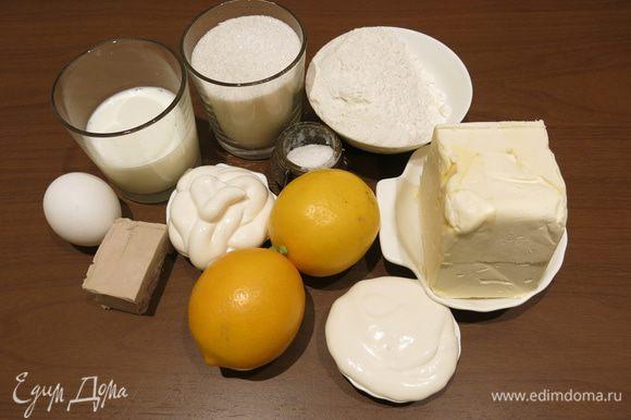 Подготовим ингредиенты по списку. Если Вы хотите более насыщенный вкус лимонника, с горчинкой, то используйте целый лимон, тогда хватит одного крупного. Вместо маргарина можно положить масло сливочное. Ставим чуть подогреть молоко.
