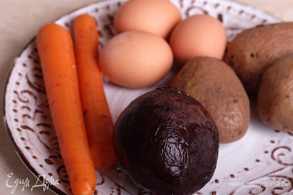 Овощи и яйца отварить.