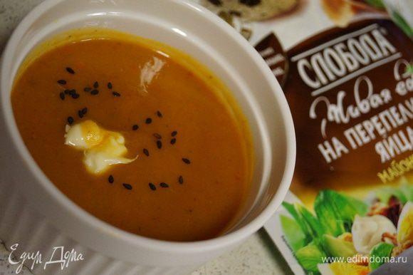 Подать можно с долькой лимона и посыпав суп черным кунжутом. Обязательно при этом добавьте майонез ТМ «Слобода» на перепелиных яйцах! Приятного аппетита!