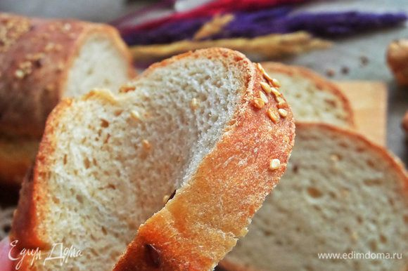 Ломти не крошатся, при сгибе хлеб не ломается, а только пружинит и обратно принимает свою форму.