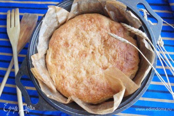 Румяный, нежный хлеб готов! Освободите хлеб от бумаги и полностью остудите.