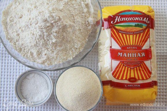 Муку просеять, добавить соль, манную крупу ТМ «Националь».