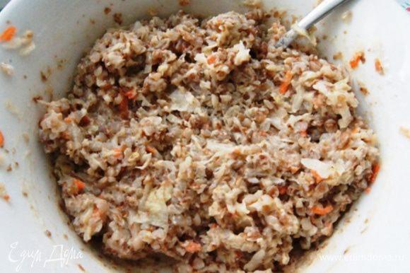 Добавить яйцо, муку и хорошо перемешать. Приправы и соль добавить по вкусу.