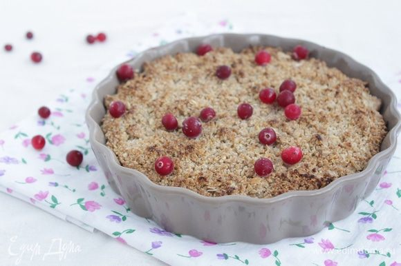 Запекайте пирог в духовке при 200°С минут 20 — 25 до появление приятного аромата и румяного цвета.