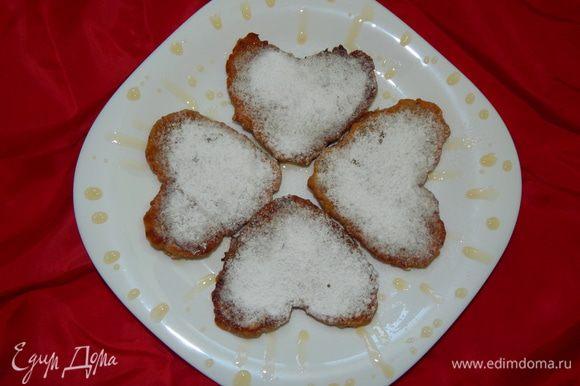 Готовые оладушки посыпать сахарной пудрой и угощать любимых. Приятного чаепития !